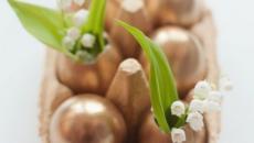 œufs transformés en petits vases idées déco originale pour Pâques