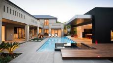 aménagement extérieur moderne pour le poolhouse