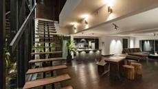 Escalier design en bois brut