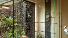 Douche design et saune à l'ambiance zen