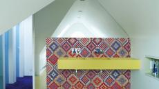 Salle de bain design original grâce aux desseins pixelisés