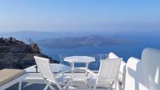 Vue sur la mer est l'atout de cet hôtel à Santorin