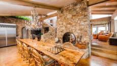 Salle à manger en bois et aspect rustique