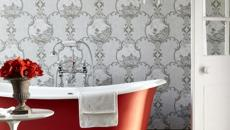 Imprimés en gris faïence rouge pour cette salle de bain design