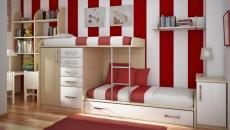 Chambre originale en rayures bordeaux et blanc