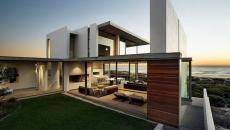 Terrasse en bois face à la mer