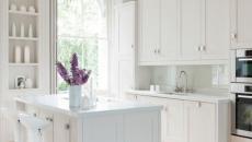 Cuisine design et style soutenu en blanc