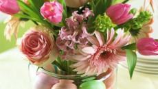 combinaison œufs et fleurs décoration de Pâques