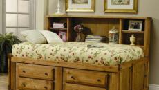 lit coffre en bois et tiroirs