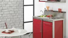 Jolie kitchenette moderne en rouge