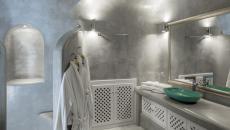 Salle de bain de l'hôtel à Santorin