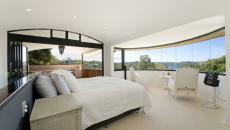 Chambre moderne en blanc et au panorama magique