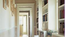 Couloir bibliothèque illuminé