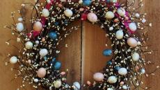 ruban et couronne en œufs de Pâques