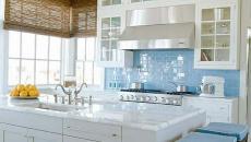Clarté et lumière dans la cuisine bleue
