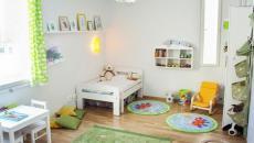 Chambre minimaliste en blanc pour petit enfant