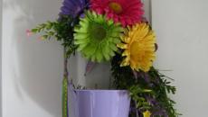 décorer la porte d'entrée avec des fleurs