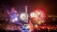 Le bouquet final des feux d'artifice devant la Tour Eiffel