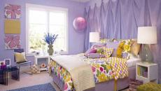 Décoration inhabituelle de chambre en violet