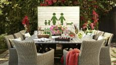 Decoration de table richement en fleurs