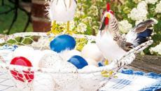 décoration de pâques aux œufs et poule