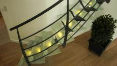 Escalier design verre, métal et lumières