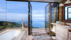 Une des cinq salles de bain dans la maison de luxe