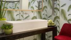 chaise tulipe en tant qu'accessoire de toilettes