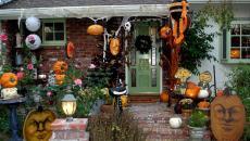 allée principale décoration Halloween citrouilles
