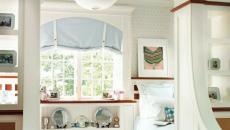 chambre claire à la décoration sur les murs sympa