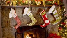 cheminée décorée dans l'esprit festif de Noël