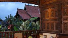 aménagement extérieur exotique bois terrasse couverte