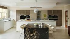 grande cuisine luxe marbre comptoir salle à manger