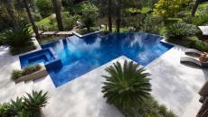 belle piscine moderne terrasse aménagées