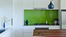 design épuré sobre compacte cuisine blanc et vert