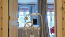 Hôtel Aristocratique à La Campagne. Salle De Bain Design Retro