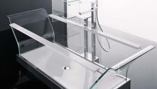 salle de bain baignoire totalement transparente luxe verre