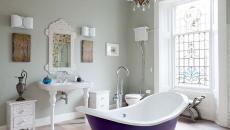 élégante salle de bains baignoire repeinte