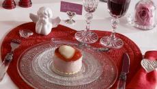 déco table Noël en blanc et rouge