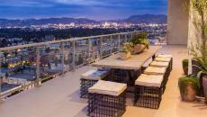 belle terrasse avec vue sur la ville pour recevoir dehors