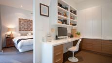 une chaise tulipe transformée en assise professionnelle de bureau