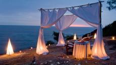 ambiance romance plage exotique diner à deux