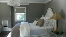 chambre à coucher en blanc et gris mixte