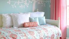 chambre à coucher en bleu et rouge framboise