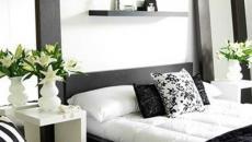 chambre à coucher en noir et blanc