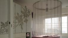 Chambre d'adolescente meublée d'un lit rond