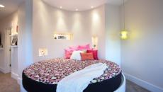 Chambre décoration féminine et lit rond