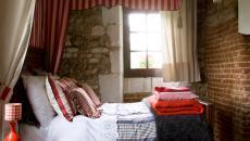 les rayures et tissus pour décorer une chambre