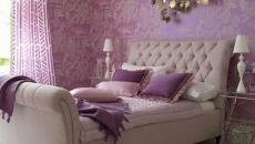 chambre en violet et papier peint assorti