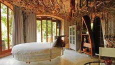 Ambiance originale chambre au lit suspendu rond